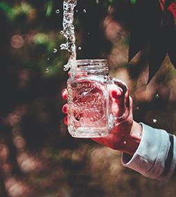 Что добавить в стакан с водой?